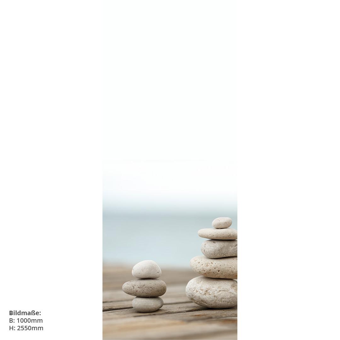 Zensteine auf Steg Durschrückwand