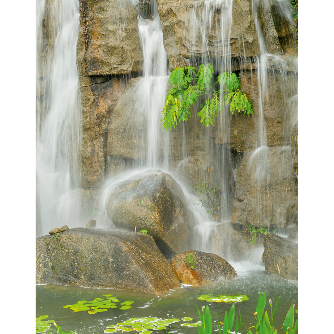 Wasserfall Steine Duschrückwand